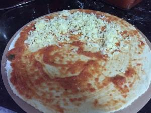 Massa de Pizza - espalhando o recheio